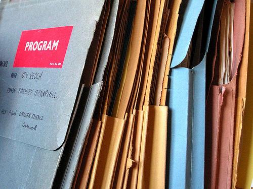 重要な書類だということはお分かりだと思います!! photo by PhotoPin