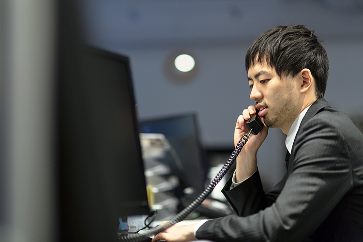 電話一つにも.... ©susi-paku by ぱくたそ