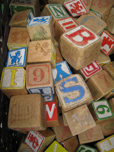 「考え方」を積み上げる photo credit: Letter Toy Blocks... via photopin (license)