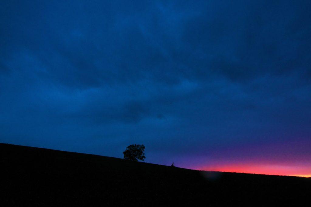 この夕日を見るのが、今日で最後だとしたら...